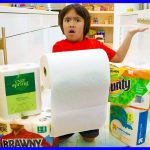 Easy DIY Science Experiment Which Paper Towel is the Strongest!! 1