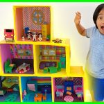 Ryan Pretend Play with Giant Doll House Family!! 3