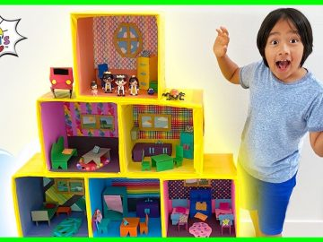 Ryan Pretend Play with Giant Doll House Family!! 26