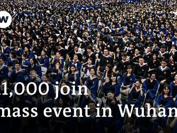 Wuhan celebrates in mass graduation event | DW News