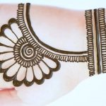 Latest beautiful,stylish and easy mehendi designs for front hands/Simple Henna designs 2020 2