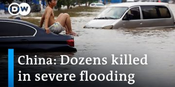 Deadly flooding paralyzes Henan province in China | DW News