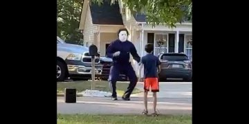 Micheal Myers just be vibin! 8